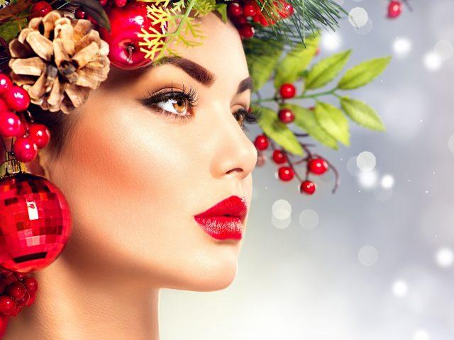 https://www.aestheticon.ae/wp-content/uploads/2019/12/shutterstock_342279293.w.christmas.deco_.head_-640x480.jpg